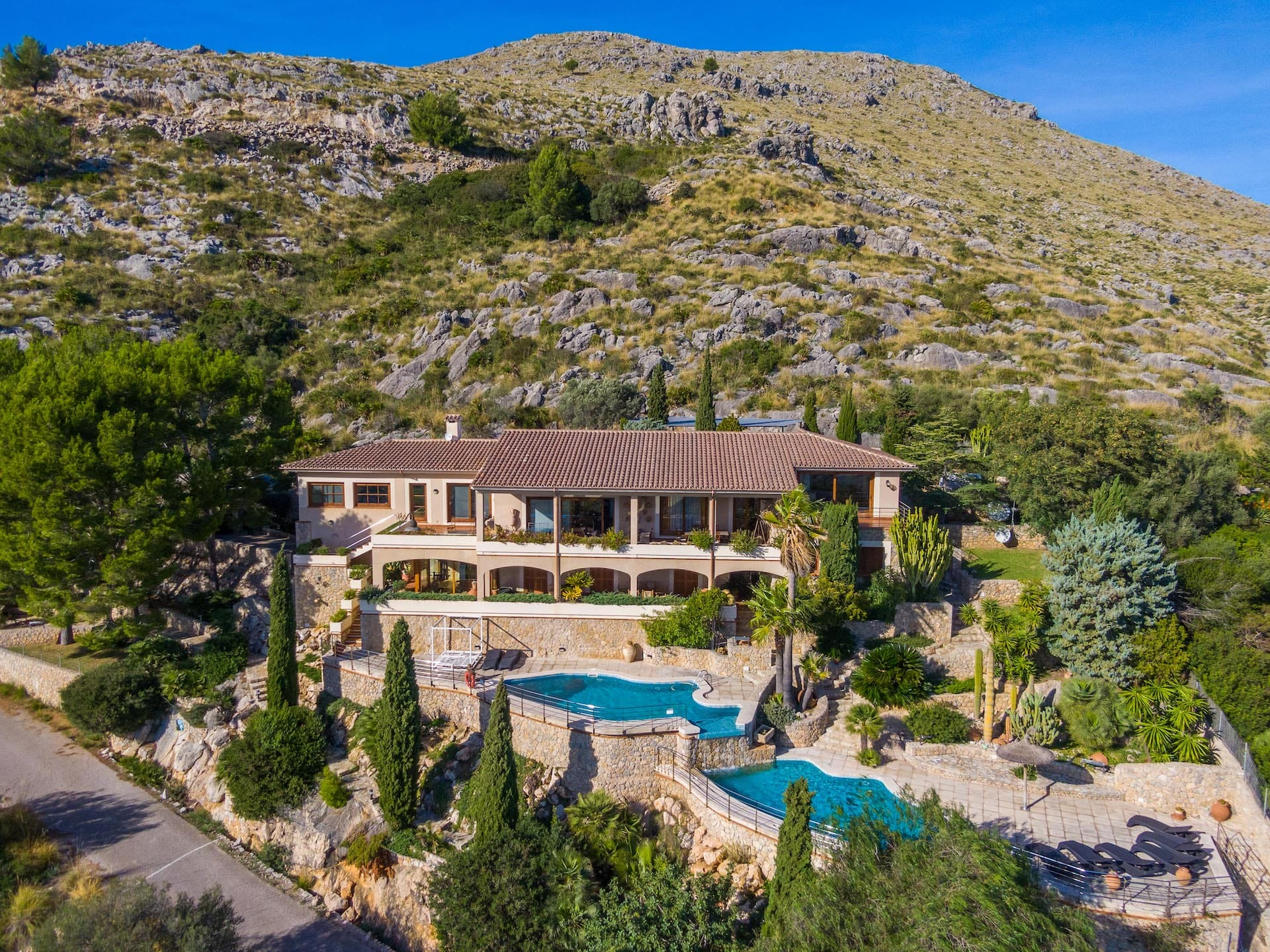 Exclusive villa set in an elevated position with panoramic views over the bay of Puerto de Pollensa.