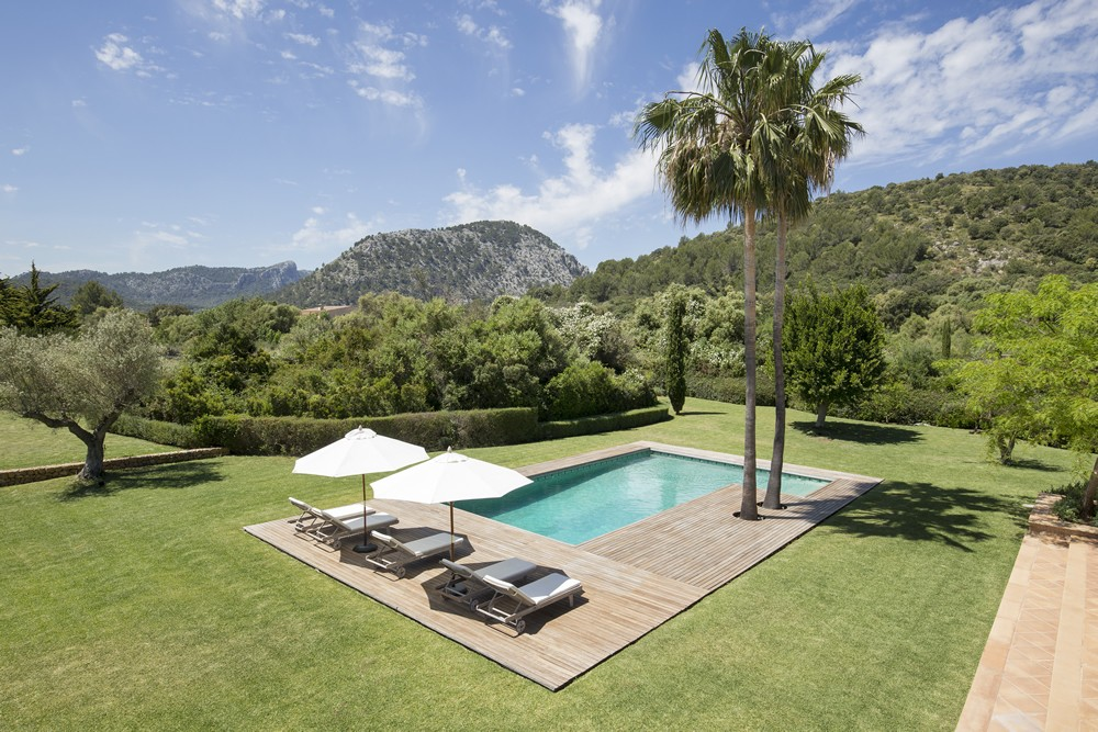 What does a Mallorca real estate agent do?
